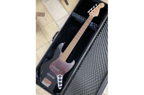 FENDER DELUXE Jazz Bass V