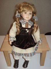 Sammler-Puppe Mädchen sitzend Deko ca