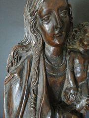 Gotische Madonna mit Kind 17