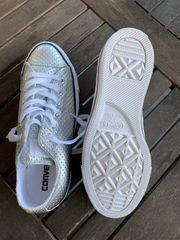 Schuhe der Marke Converse zu