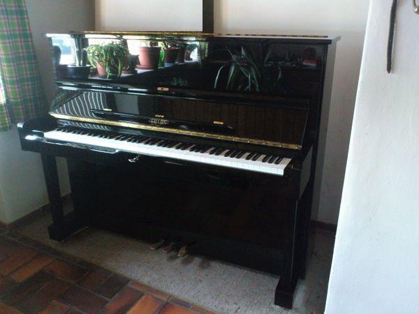 Schönes Klavier hochglanz schwarz wie
