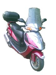 Mithilfe Motorroller-Reperatur