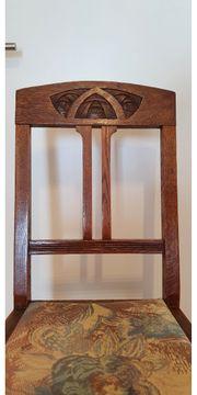 10 antike Stühle an Liebhaber