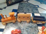 Verkaufe Holzeisenbahn und Holzbausteine bunt
