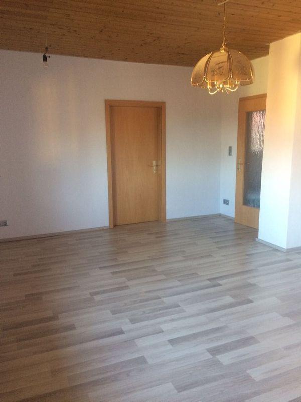 Renovierte 2 1 2 Zimmer-Wohnung