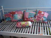 schönes Bett mit verstellbaren Lattenrost