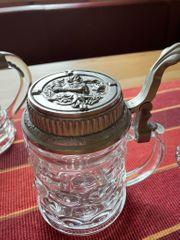Bierkrüge aus Glas mit Zinndeckel