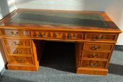 Schöner alter Schreibtisch