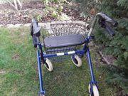Stabiler Rollator mit breiter Sitzfläche