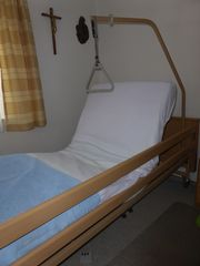 Pflegebett gut erhalten elektrisch verstellbar