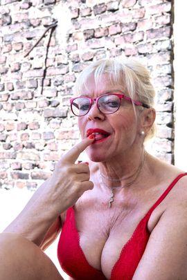 Echte Deutsche Hausfrau Diana 55: Kleinanzeigen aus Düsseldorf Oberbilk - Rubrik Sie sucht Ihn (Erotik)