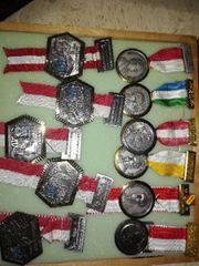 Medaillen Abzeichen Orden usw