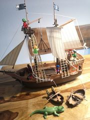 Playmobil Piratenschiff und Pirateninsel