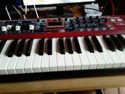 Auch Online Musiklehrer erteilt Klavier-