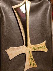 Kreuz aus Ton