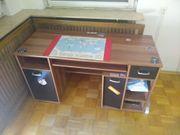 Praktischer Schreibtisch