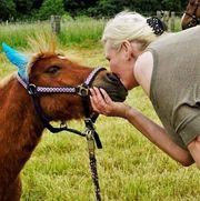 Mutter Kind ponyreiten