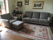Sofa und Sessel mit Hocker