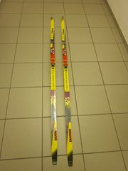 Skating Ski mit Langlaufstöcken
