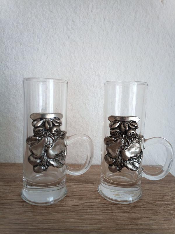 Zwei Schnapsgläser mit Zinn Dekor 10 cm hoch