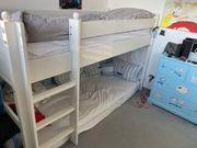 Stockbett aus Holz in weiß