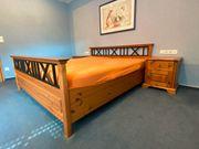 Schlafzimmer - Doppelbett Nachttisch und Kommode