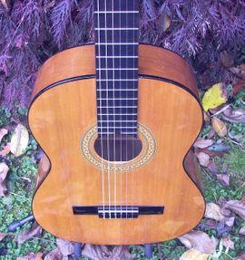 Gitarren/-zubehör - Verkaufe schöne Konzertgitarre klassische Nylonsaiten