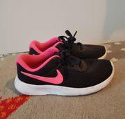 Nike Schuhe Gr 30