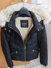 Winterjacke und Langarmsweater