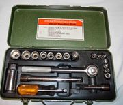Steckschlüsselsatz in grüner Metallkiste 20