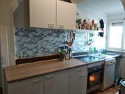 Küche mit Herd und Ofen