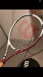 nagelneue Tennisschläger inklusive Bälle