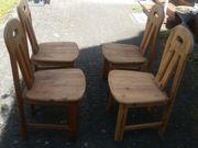 4 Stühle aus Massivholz zum