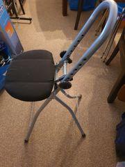 Sitzstuhl zum Bügeln