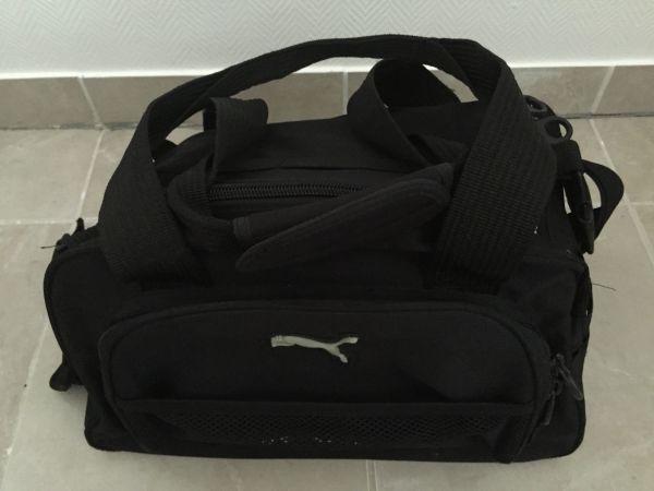bcf7ba4902783 schwarze Puma Tasche mit Riemen (44x23x32cm)