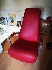 Roter ausklappbarer Sessel