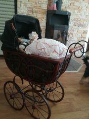 Puppenwagen mit Puppen