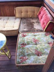 Balkonmöbel aus Holz mit passenden