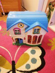 Spielhaus und Kinderbücher