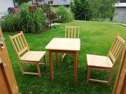 Tisch 75x60x60 3 Stühle