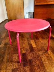 Runder stabiler Kindertisch aus Plastik