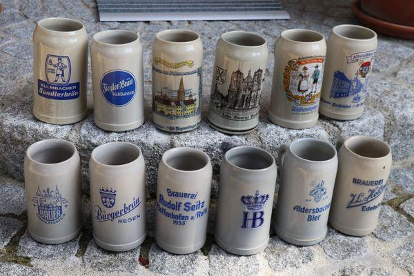 11 Bierkrüge Steingut Maßkrüge von