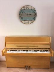 Sehr gut erhaltenes Klavier von