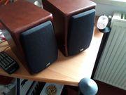Zwei Lautsprecher mit JVC Anlage