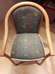 4 schöne und bequeme Stühle