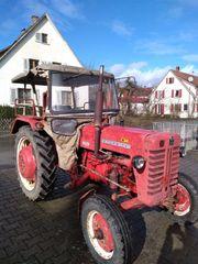 IHC-Trahtor 326 mit Verdeck und