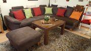 Braune Couch mit Hocker zu