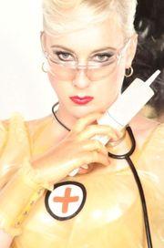 Dr Jessica von Fist