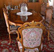 Ovaler Tisch mit 6 Stühlen