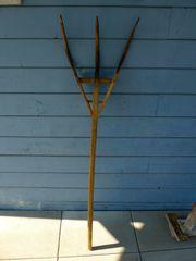 Antike Holz-Heugabel für Deko